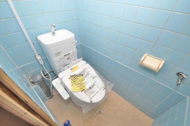 寺前町1-1-27 貸家 清潔感たっぷりのトイレです。入るとホッとする、そんな空間。