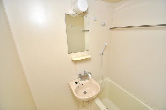 ロータリーマンション長田東 可愛いいサイズの洗面台ですが、機能性はすごいんですよ。