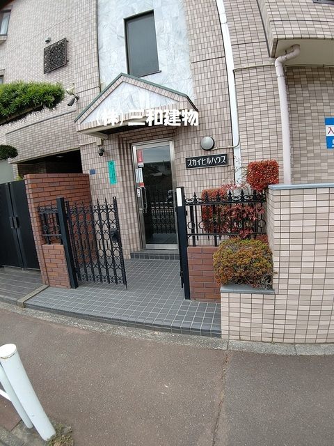 東武練馬駅 徒歩12分エントランス