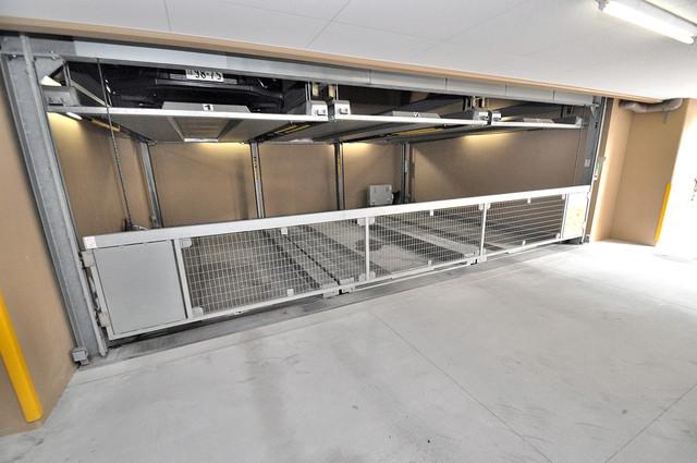 ディナスティ東大阪センターフィールド 屋根付き駐車場は大切な愛車を雨風から守ってくれます。