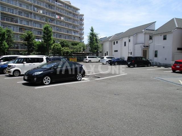 ラテールドゥ駐車場