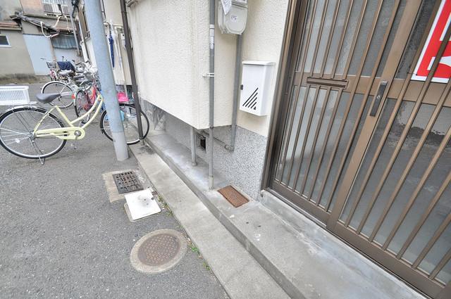 小若江2丁目 貸家 植木鉢などを置いても良いかもしれませんね。