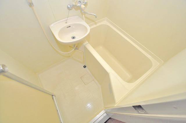 ダイヤモンドメゾン高井田 ゆったりサイズのお風呂は落ちつける癒しの空間です。