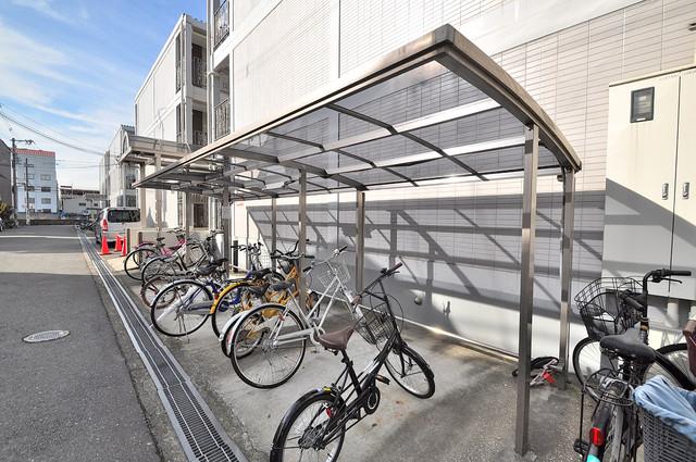 ラポール友愛Ⅱ 敷地内にある専用の駐輪場。雨の日にはうれしい屋根つきです。