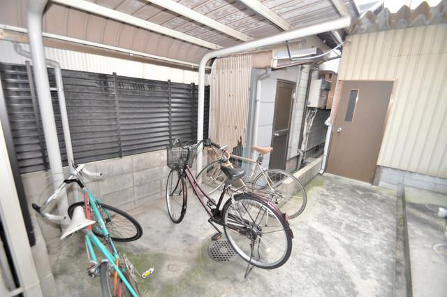 メゾン・ド・ソレイユ 敷地内にある専用の駐輪場。雨の日にはうれしい屋根つきです。