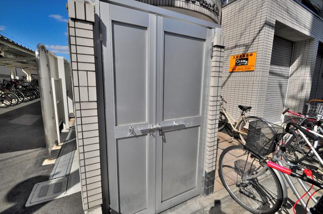ロータリーマンション永和 敷地内に有り、時間を気にせず出せるごみ置き場。