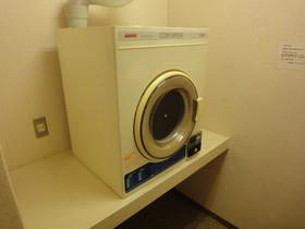 https://image.rentersnet.jp/76108988e179aaa6c7e595dd38d5b2f9_property_picture_2418_large.jpg_cap_乾燥機があります!(有料)