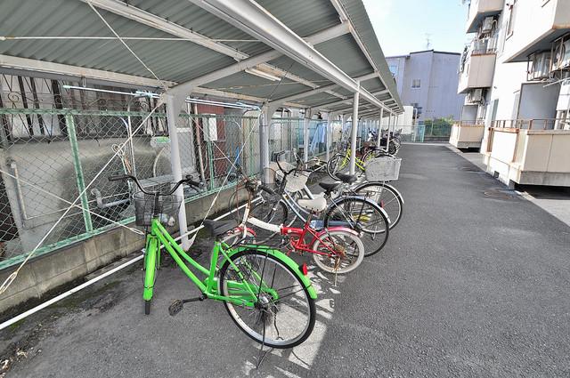 センチュリーシティⅠ 敷地内には専用の駐輪スペースもあります。