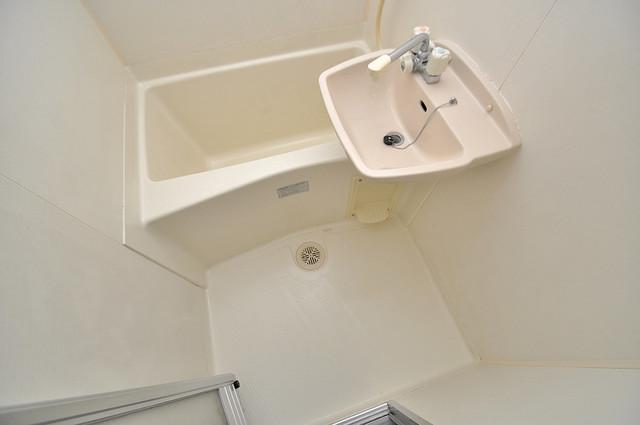 ラポルテじゅじゅ 単身さんにちょうどいいサイズのバスルーム。