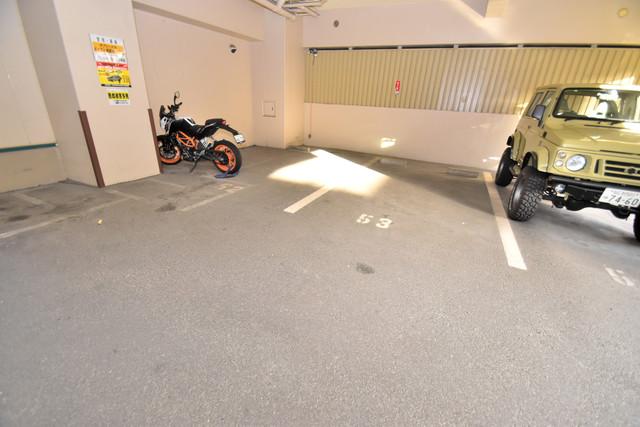 セピアコート柴田 屋根付き駐車場は大切な愛車を雨風から守ってくれます。