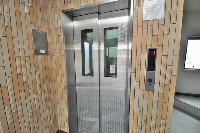 高井田ル・グラン エレベーター付き。これで重たい荷物があっても安心ですね。