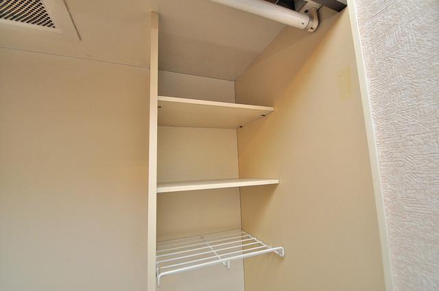 東大阪市小若江3丁目の賃貸マンション キッチン棚も付いていて食器収納も困りませんね。