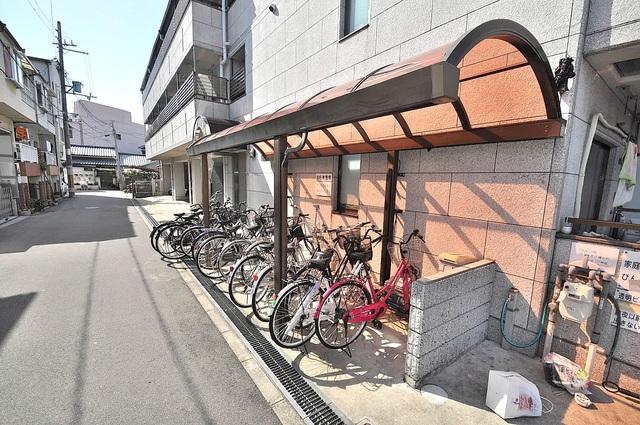 ラフォーレ菱屋西 敷地内には専用の駐輪スペースもあります。