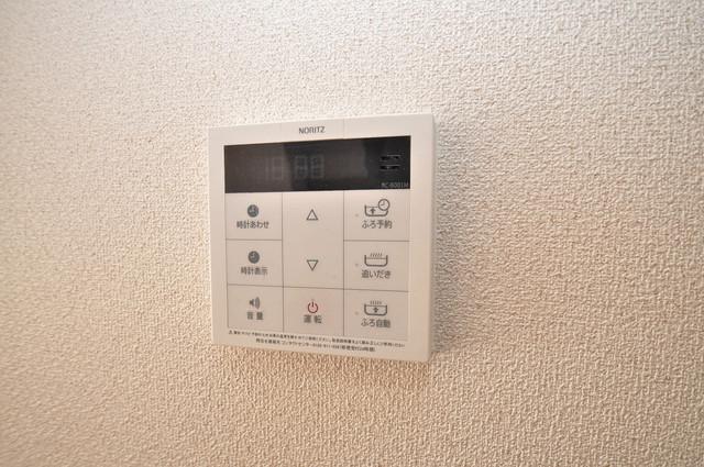 シャーメゾン友井 給湯リモコン付。温度調整は指1本、いつでもお好みの温度です。