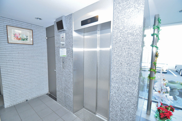 コート グランシャリオ エレベーターホールもオシャレで、綺麗に片づけられています。