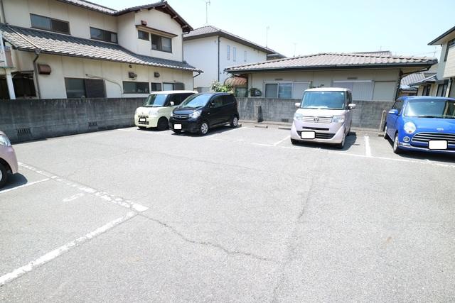 メゾンド・ボヌール駐車場
