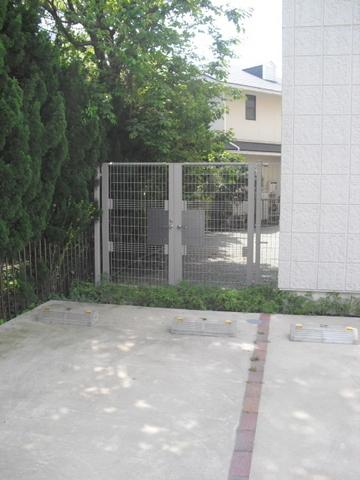 ブランメゾン妙蓮寺駐車場