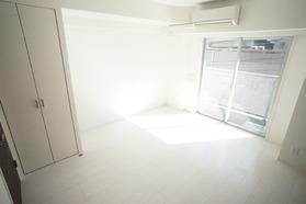https://image.rentersnet.jp/779f43a0-994c-428b-a29f-0e45d7621edf_property_picture_2987_large.jpg_cap_南向きで日当たり良好