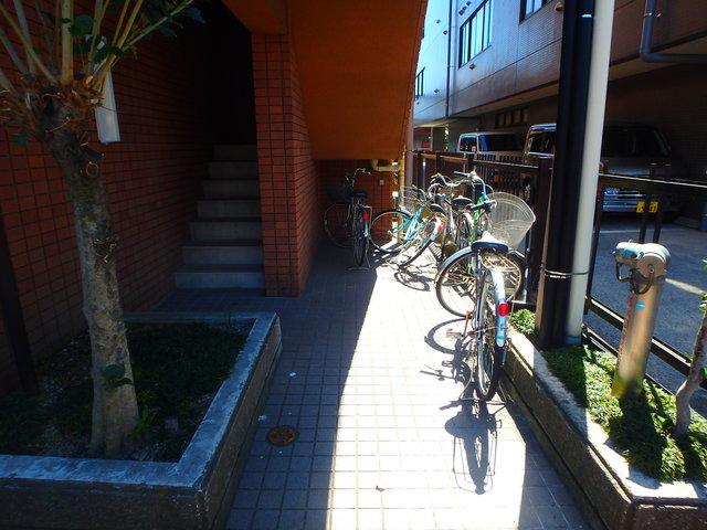 フラワーマンションコヤタ駐車場