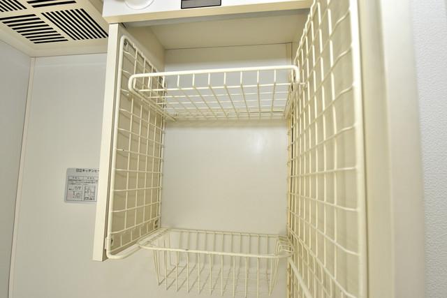ハイム上小阪 キッチン棚も付いていて食器収納も困りませんね。