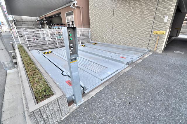 カーサヴェルデ 敷地内にある駐車場。愛車が目の届く所に置けると安心ですよね。