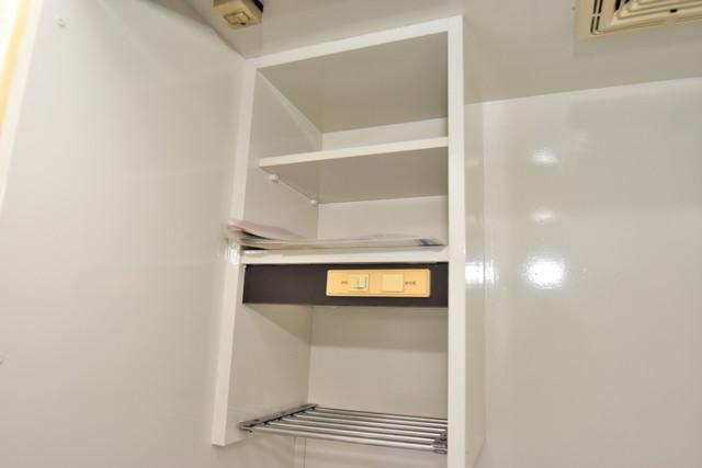 ロイヤルシャトー雅 キッチン棚も付いていて食器収納も困りませんね。