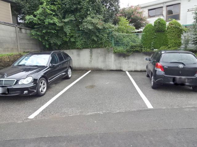メゾンドコリンヌ駐車場