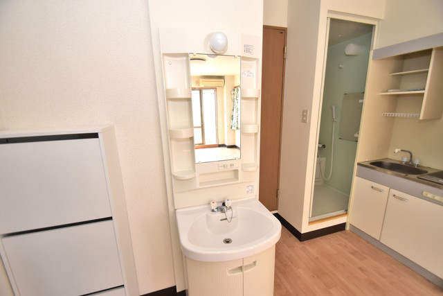サンオークスマンション 人気の独立洗面所はゆったりと余裕のある広さです。