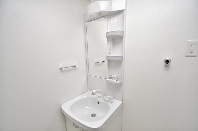 Fmaison verde(エフメゾン ベルデ) 独立した洗面所には洗濯機置場もあり、脱衣場も広めです。