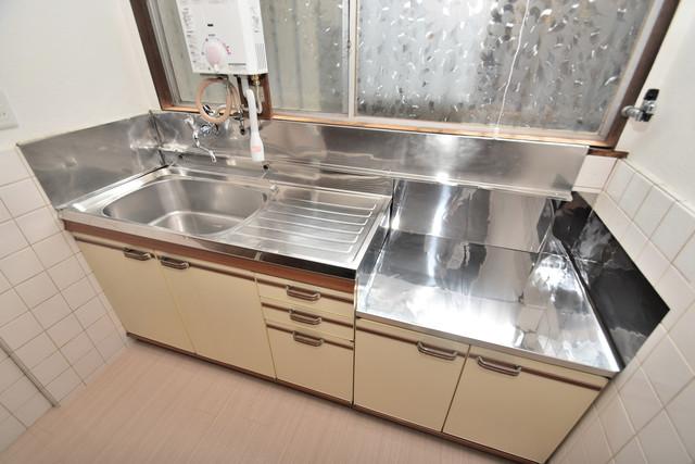 大蓮南2-15-9 貸家 窓があるので、明るい日差しを浴びながら、お料理できますよ。