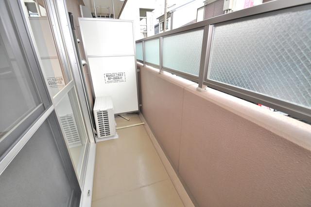 巽北ロイヤルマンション 洗濯物がたくさん干せる大きなバルコニーです。
