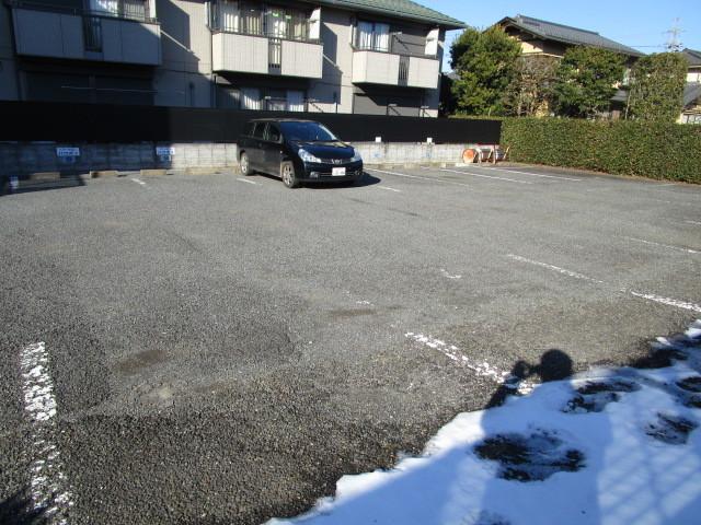 グランドアルシュ駐車場