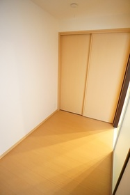 https://image.rentersnet.jp/794352b8-93a6-432b-9274-57467e74db12_property_picture_3276_large.jpg_cap_居室