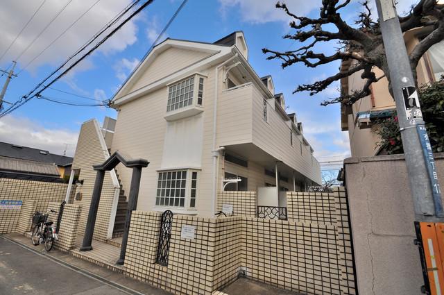 衣摺NAKAKI シックな色合いで落ち着いた雰囲気のマンションです。