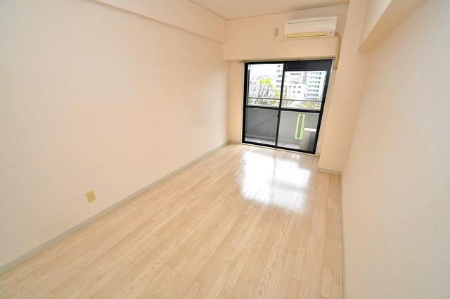 エクセルシオール長田 明るいお部屋はゆったりとしていて、心地よい空間です