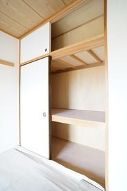 https://image.rentersnet.jp/79571b4212c5ec7d412cbcdfdcaac97c_property_picture_1800_large.jpg_cap_和室 収納スペース