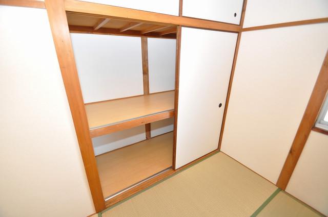 御厨栄町2丁目貸家 収納がたくさんあると、お部屋がすっきり片付きますね。