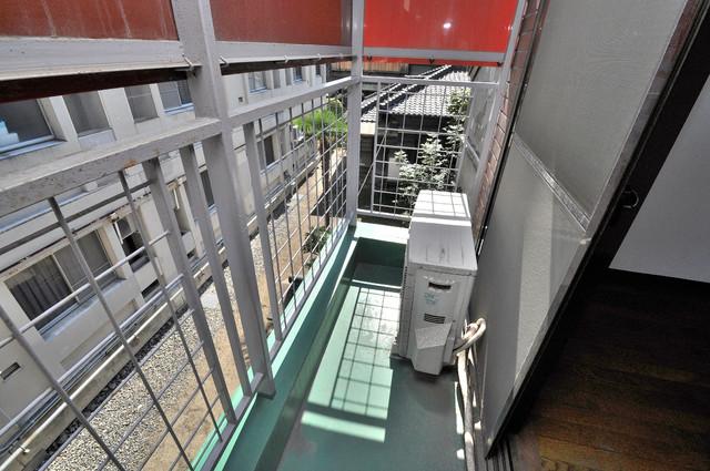 プレアール菱屋西 単身さんにちょうどいいサイズのバルコニー。洗濯機も置けます。