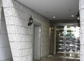 神泉駅 徒歩7分エントランス