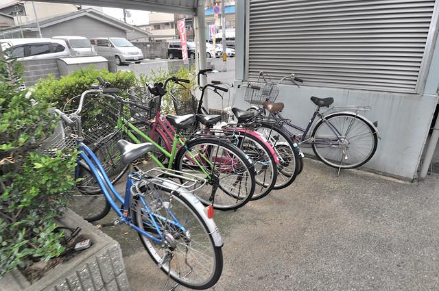 ロイヤルアーク八戸ノ里 あなたの大事な自転車も安心してとめることができますね。