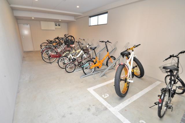 エイチ・ツーオー新深江 屋内にある駐輪場は大切な自転車を雨から守ってくれます。