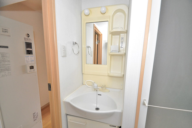 Celeb布施東 独立した洗面所には洗濯機置場もあり、脱衣場も広めです。