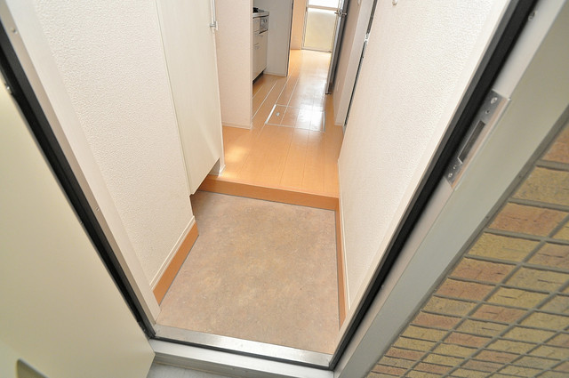 エクレール上小阪 ズドーンと伸びる廊下ですっきりしています。