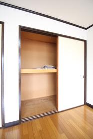https://image.rentersnet.jp/7a402eb9-ce88-4137-acbe-cb1568158384_property_picture_1992_large.jpg_cap_洋室収納