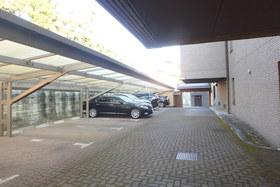 アゼリアヒルズ駐車場