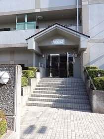 エマーレ横浜瀬谷エントランス