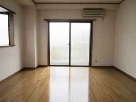 角部屋で2面採光なので解放感があります。