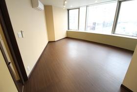 https://image.rentersnet.jp/7aa1b988-ace9-4bfc-aa33-d7ef02ddeede_property_picture_958_large.jpg_cap_居室