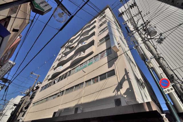 小阪ビル オシャレな外観。毎日の帰宅がとても楽しくなりそうです。