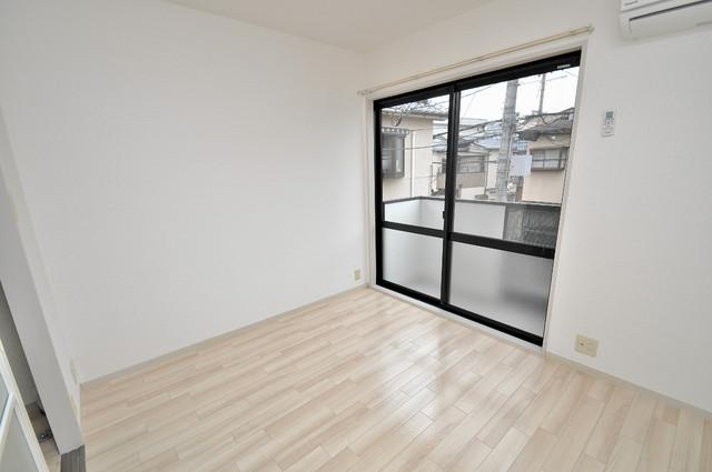 イワタハイツ 窓があるので風通しが良く、快適な睡眠がとれそうですね。